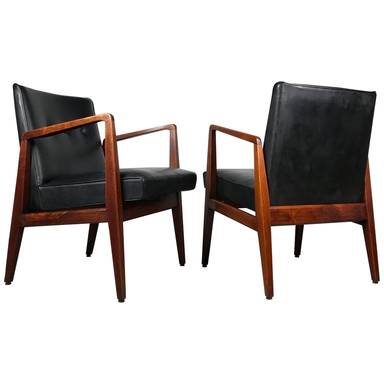 Pair of Classic Occasional Lounge Chairs by Jens Risom For Sale