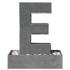 Fuente Moderna Realizada en Granito Negro Con Base Rectangular