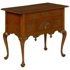 American Antique Queen Anne Lowboy Dressing Table Massachusetts, circa 1740-1760