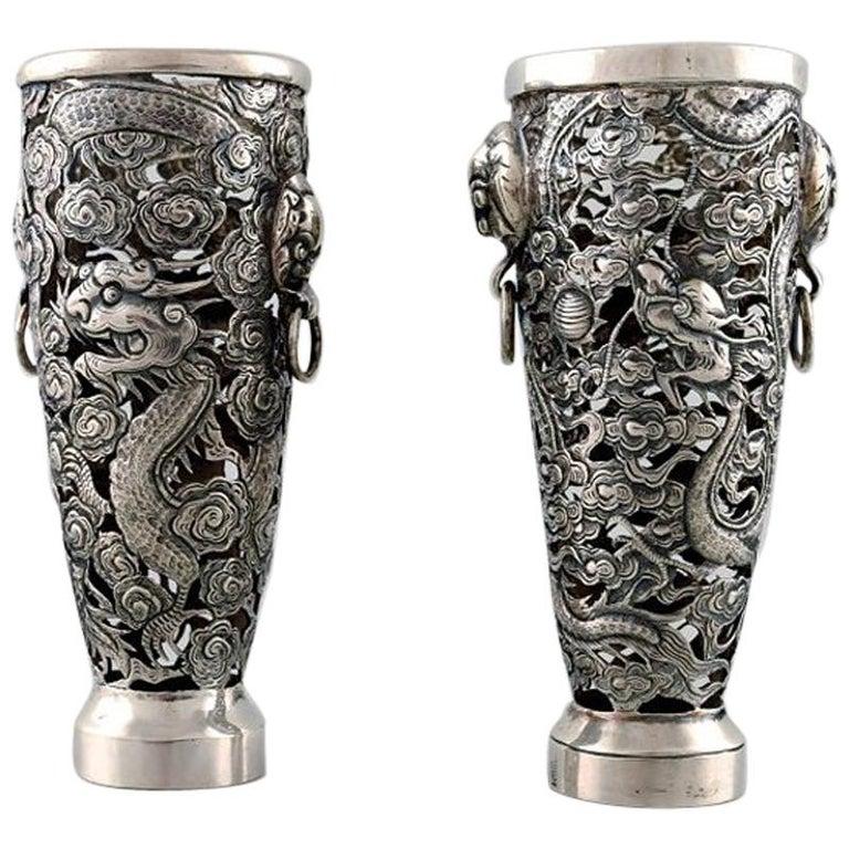 Luen Wo, Shanghai, a Pair of Dragon Vases in Silver, circa 1900 For Sale