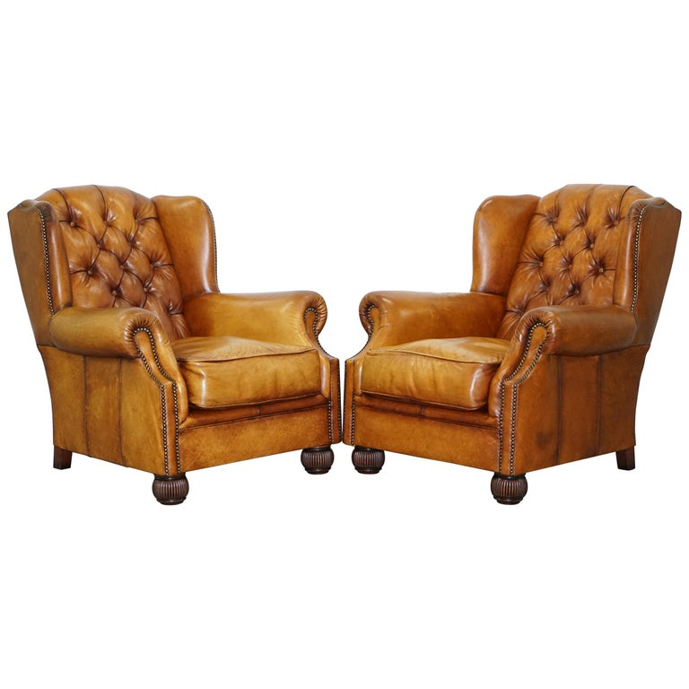 Pair of Chesterfield Tetrad Oskar Aged Tan Brown Leather Buttoned Armchairs For Sale