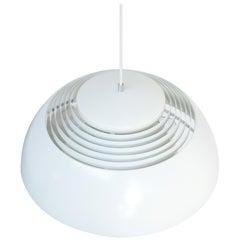 Weiße AJ Royal Pendelleuchte von Arne Jacobsen für Louis Poulsen