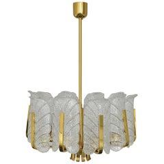 Kronleuchter von Carl Fagerlund für Orrefors 1960er Jahre Gold Messing Glas Akanthusblättern