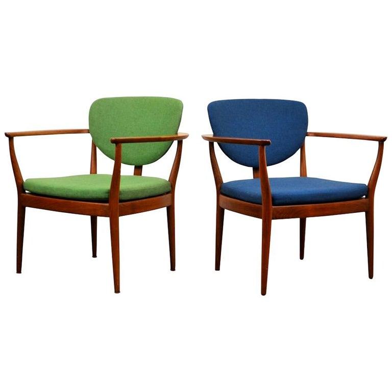 Set of 2 Danish Design Finn Juhl Style Teak Chairs For Sale