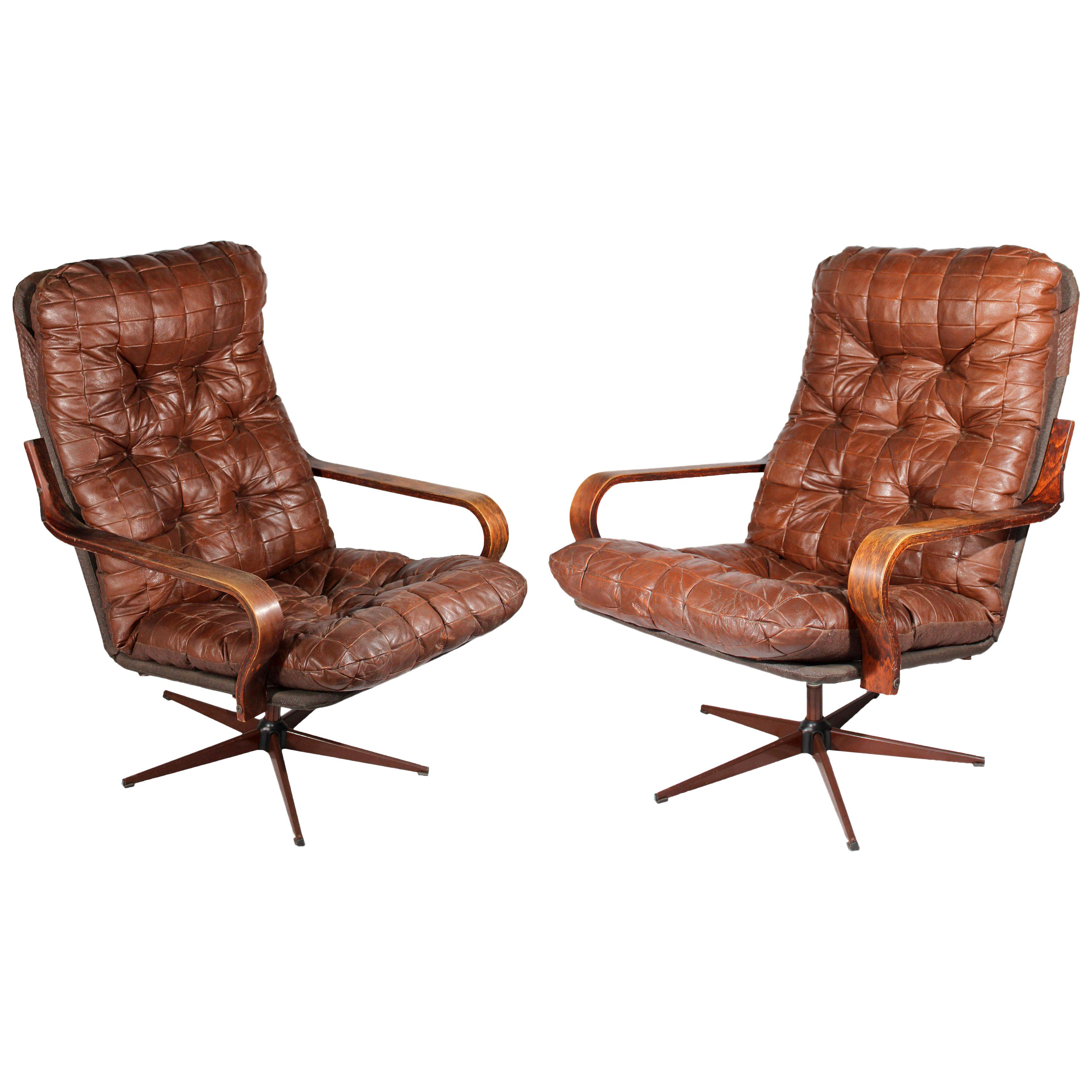 Spanish 1970s Pair of Leather Swivel Armchairs