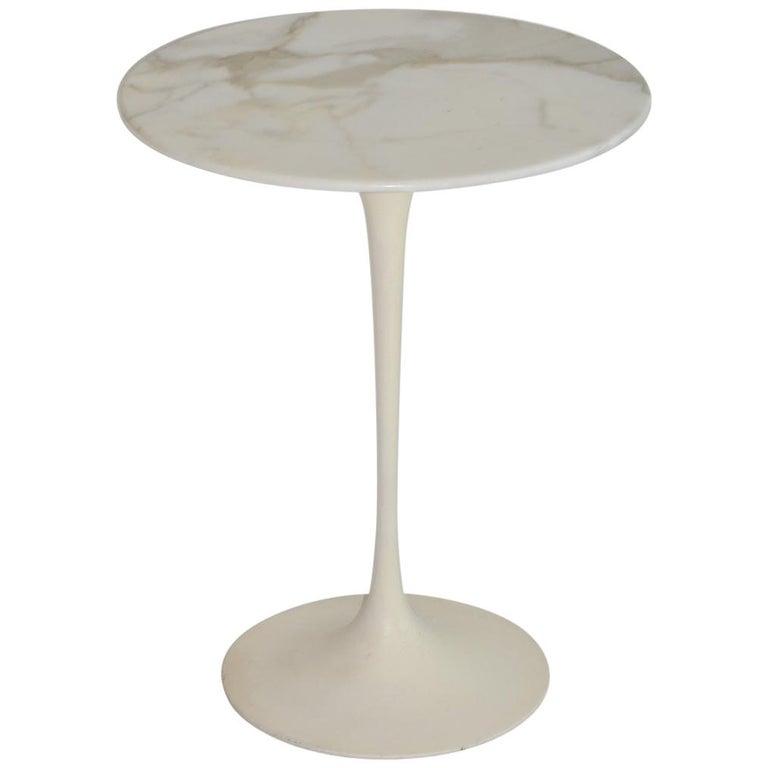 Eero Saarinen Tulip Side Table in Marble by Knoll
