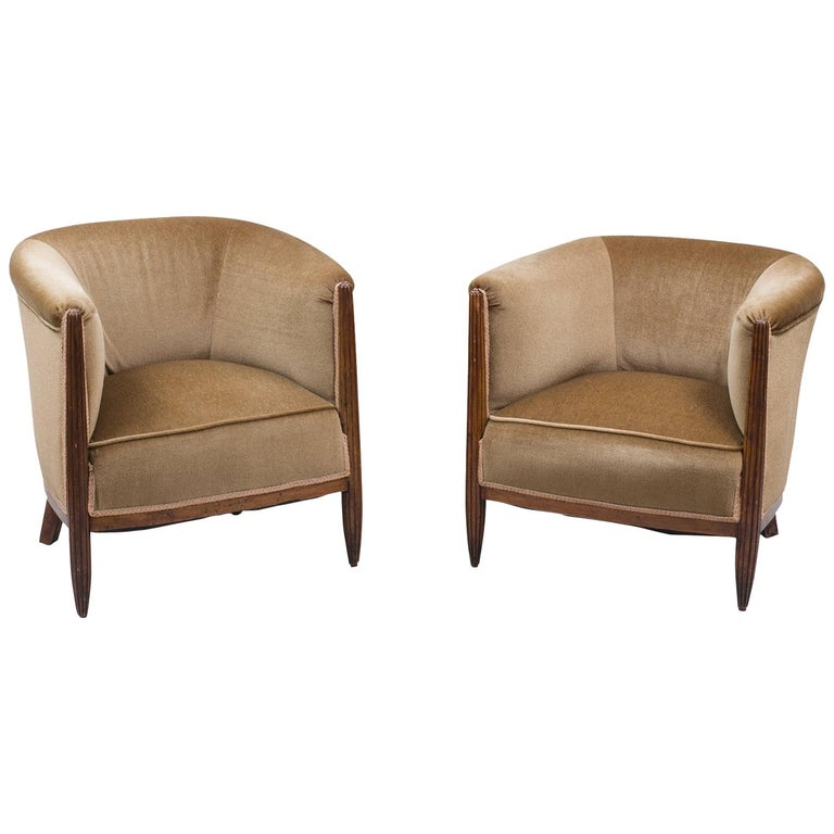Set of Two 1930s Art Deco Near-Pair of Mahogany Club Chairs For Sale