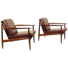 Two Danish Lounge Chairs in Mahogany and Leather by Arne Vodder