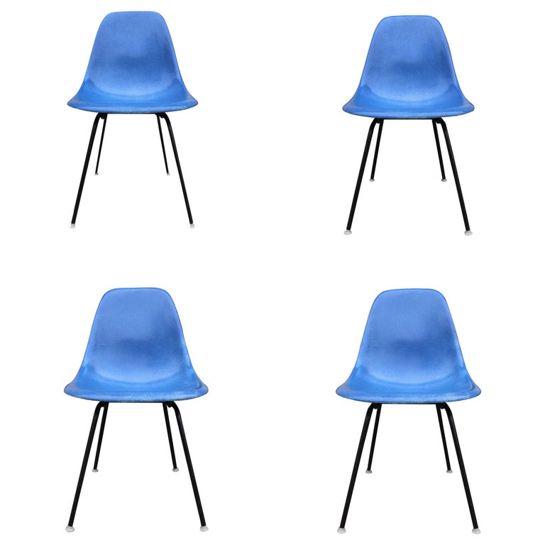 Set of 4 Herman Miller Eames Dining Chairs For Sale
