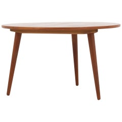 AT8 by Hans J. Wegner.
