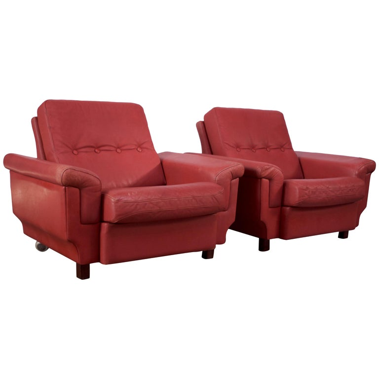 Pair of Danish Modern Lounge Chairs in Cinnabar Leather For Sale