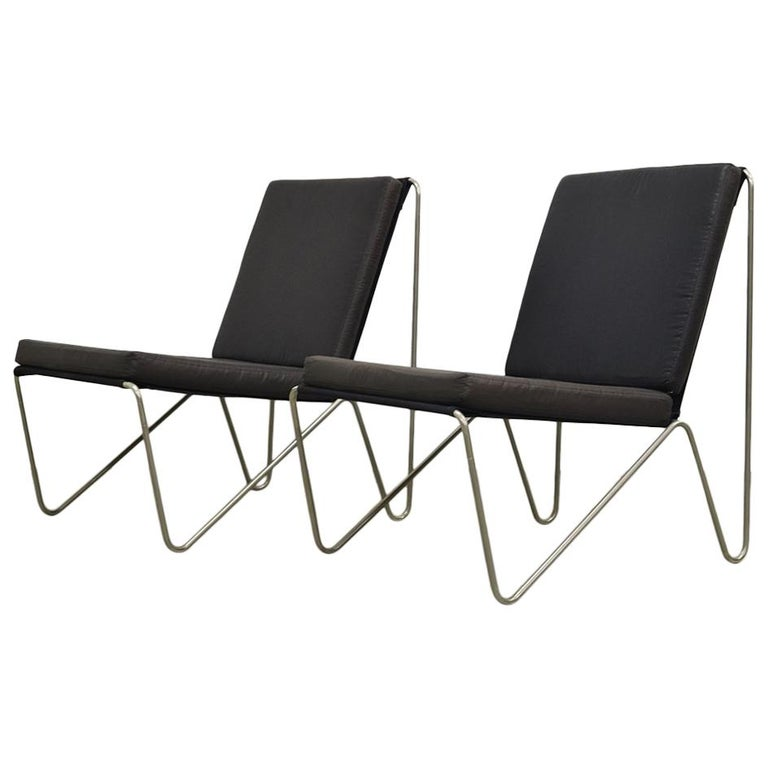 Pair of Minimalist Black Bachelor Chairs by Verner Panton for Fritz Hansen 1960s For Sale