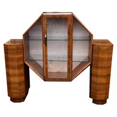 Stylish Art Deco Vitrine Display Cabinet in Walnut, circa 1930s
