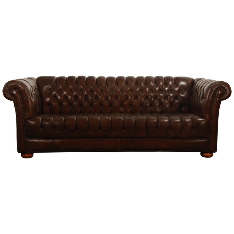 brown leather button tufted chesterfield sofa for sale at 1stdibs. Black Bedroom Furniture Sets. Home Design Ideas