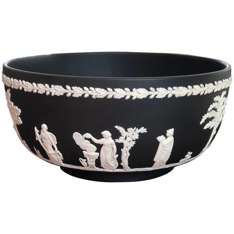 20th Century Classic Wedgwood Jasperware Bowl, England For Sale