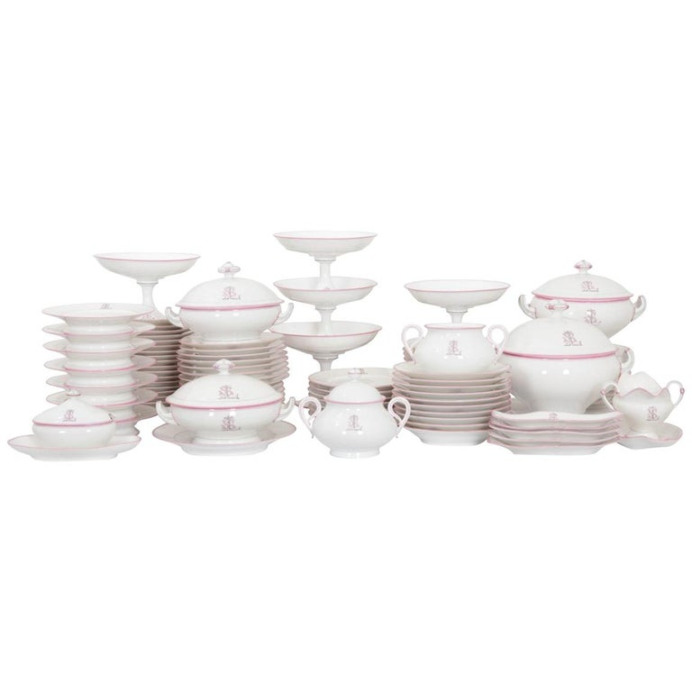 French 19th Century 95-Piece Old Paris Porcelain Dinner Service For Sale