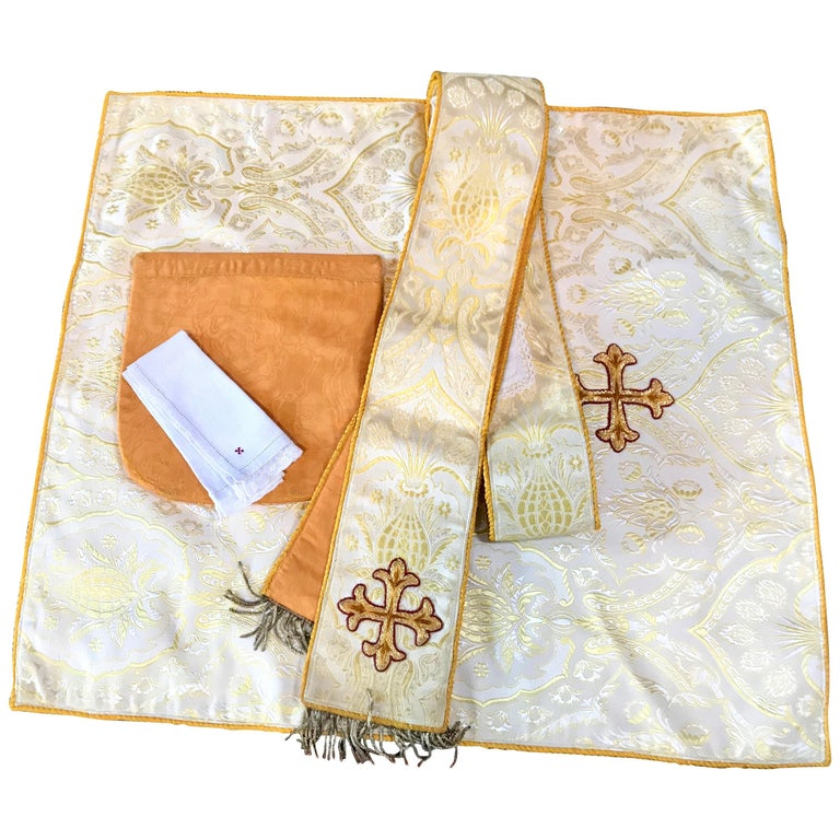 Religious Textile Four-Piece Cream and Gold Brocade Altar Vestment Set For Sale