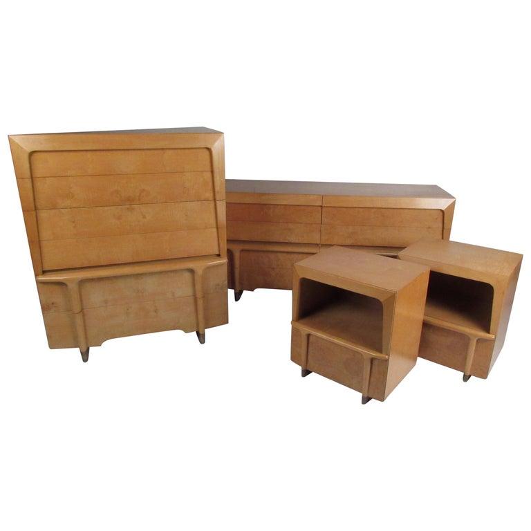Mid-Century Modern Burl Maple Bedroom Set in the Style of Heywood Wakefield For Sale