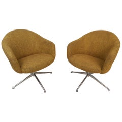 Mid-Century Modern Pair of Viko Baumritter Swivel Chairs