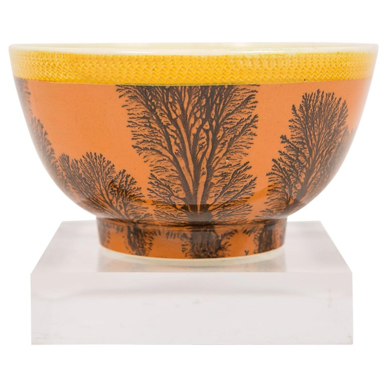 Creamware Mochaware Bowl Decorated with Trees circa 1800 For Sale