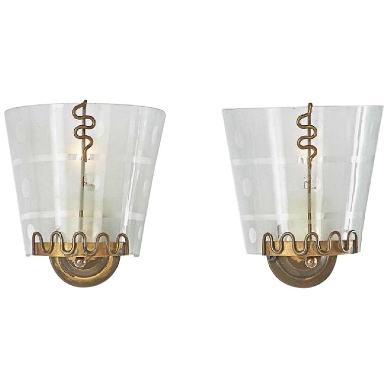 Pair of 1950s Italian Etched Curved Glass and Brass Sconces For Sale