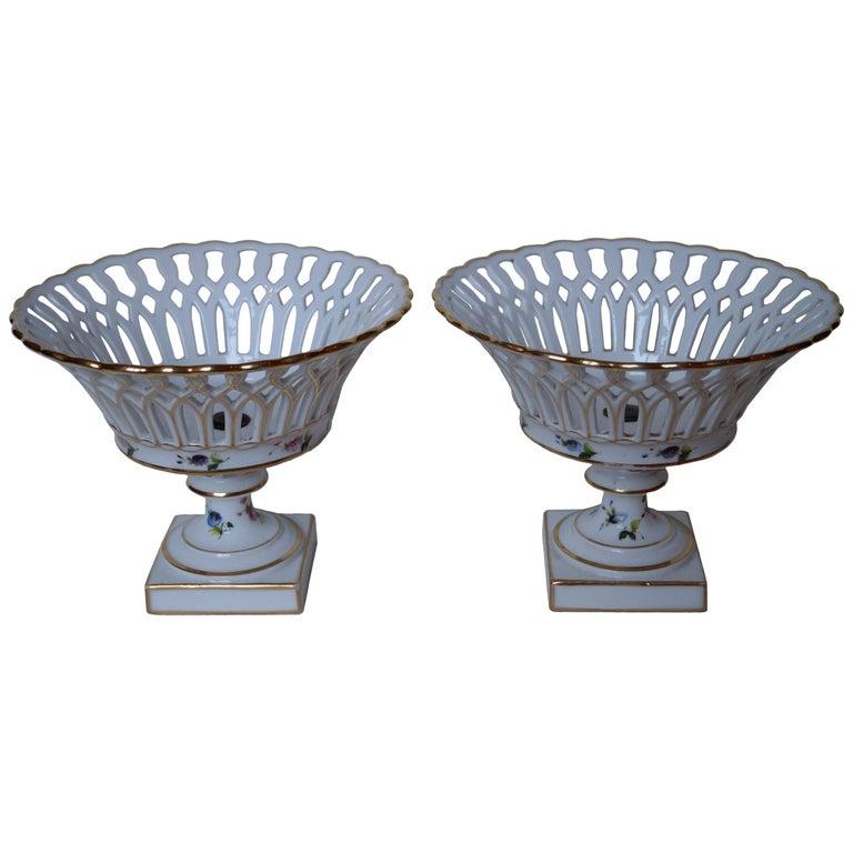 Two Wonderful Old Paris Porcelain Hand Painted Baskets, France, 1840-1850 For Sale