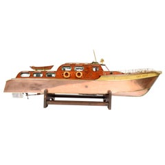 Model of the Speed Boat Gay Dawn N. 24 of the Club Victoria London, Copper Hull