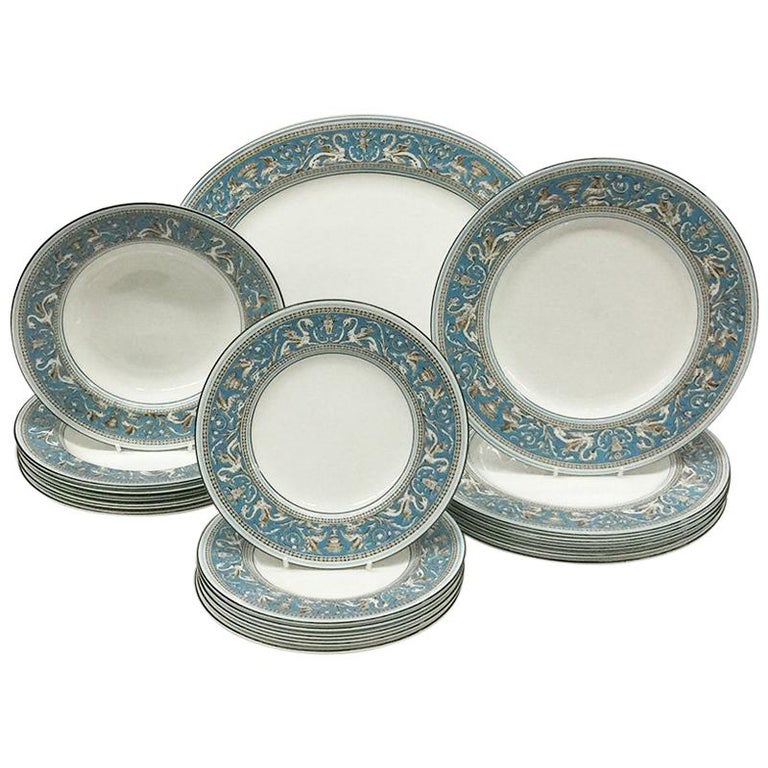 Wedgwood Florentine Turqoise Rim, Prestige Collection For Sale