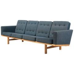 Hans J. Wegner Four-Seat Sofa Model 236/4 Flecked Fabric and Oak