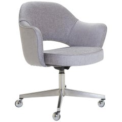 Saarinen Executive Armchair in Sterling Bouclé, Vintage Swivel Base