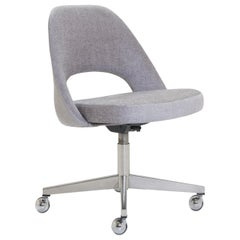 Saarinen Executive Armless Chair in Sterling Bouclé, Vintage Swivel Base