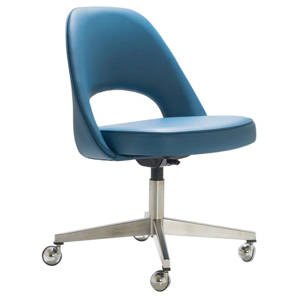 Saarinen Executive Armless Chair In Peacock Faux Leather, Vintage Swivel  Base For Sale