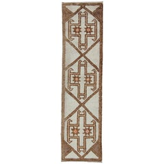 Graphic Vertical Design Tulu Turkish Vintage Runner in Cream, Brown, and Tan