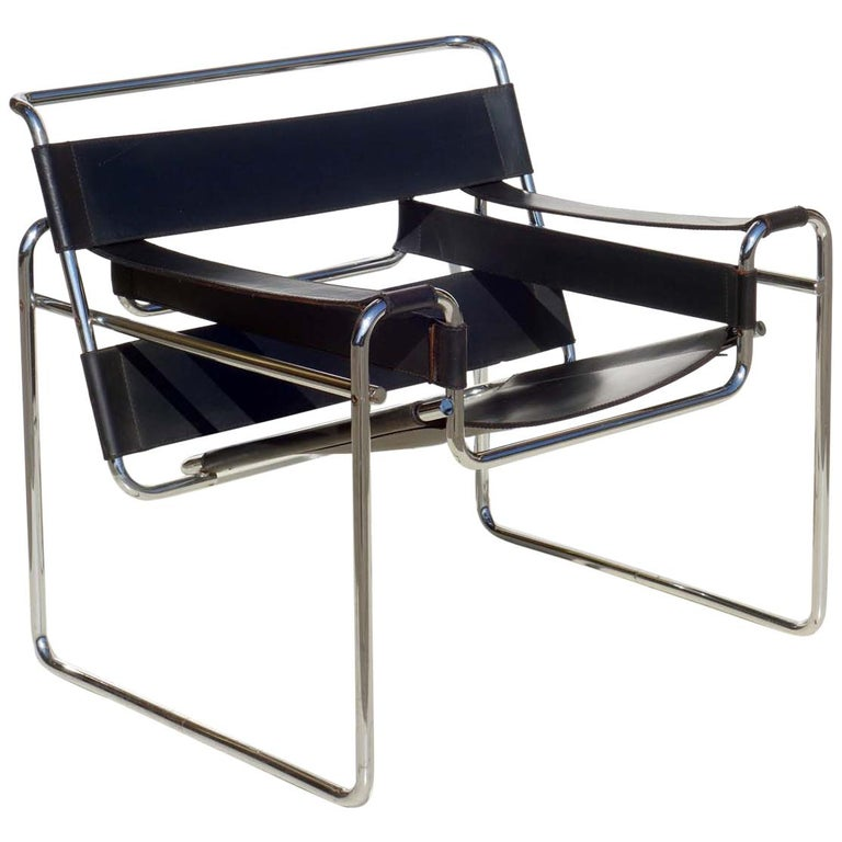 """""""Wassily"""" Marcel Breuer by Gavina Bauhaus Design 1960s Black Leather Armchair For Sale"""