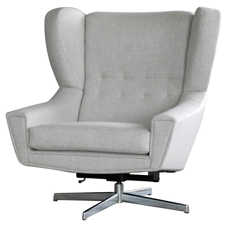 Danish 1960s Space Age Swivel Lounge Chair Attributed to Illum Wikkelso For Sale