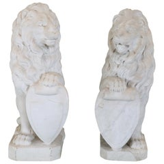 19th Century Italian Sculpture in White Marble of Carrara Pair of Lions