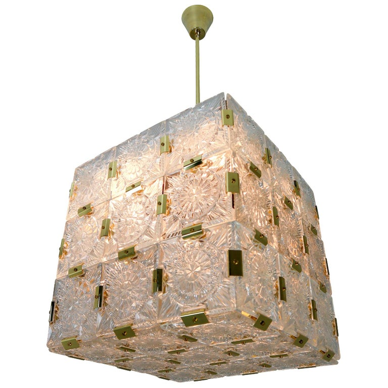Large Midcentury Brass Chandelier with 36 Geometric Cut Crystal Glass, 1960 For Sale