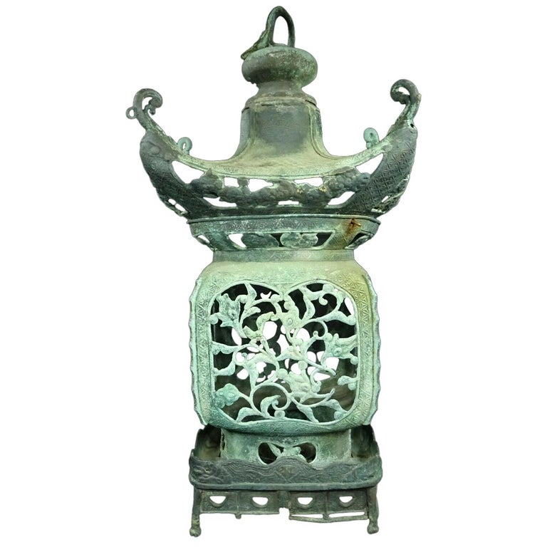 Japanese Antique Pagoda Tea House Bronze Lantern, Dragon Finial and Fine Details For Sale