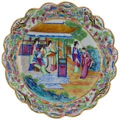 19th Century Chinese Rose Mandarin Porcelain Serving Bowl with Scalloped Rim