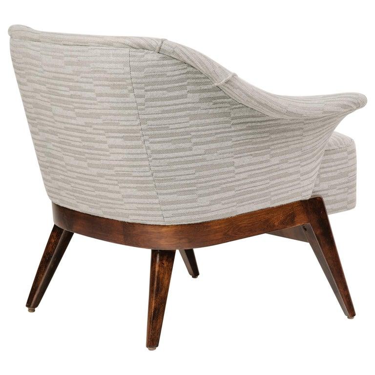 Elegant Mid-Century Modern Swan Chair in Embossed Wool For Sale