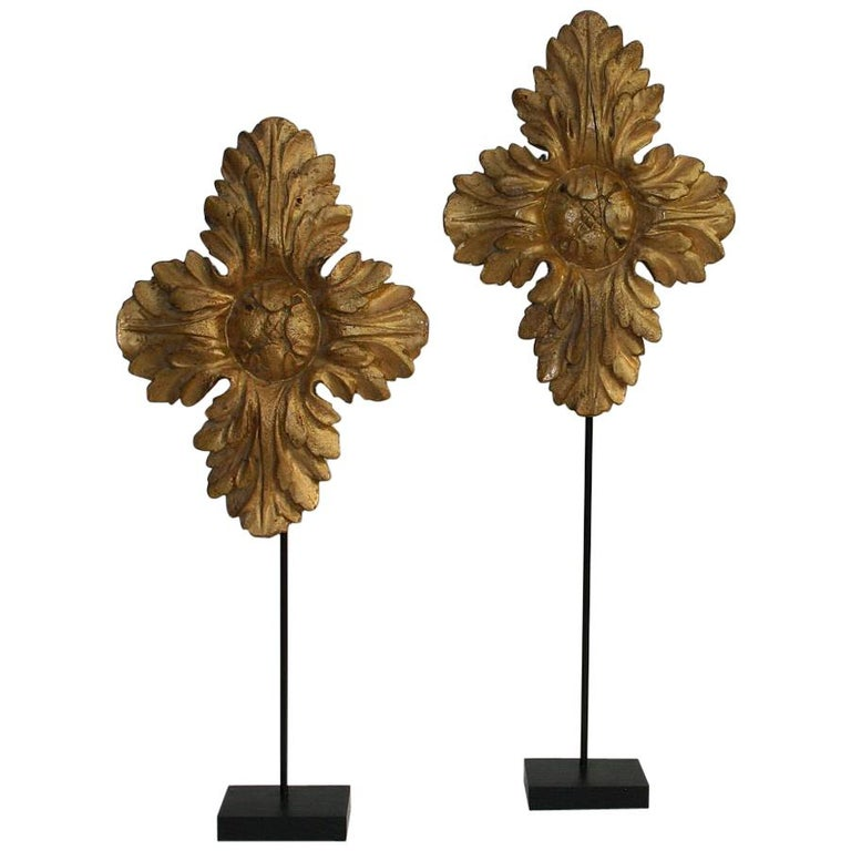 Pair of 18th Century Italian Carved Giltwood Classical Ornaments For Sale