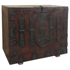 19th Century Chinese Cabinet, Trunk