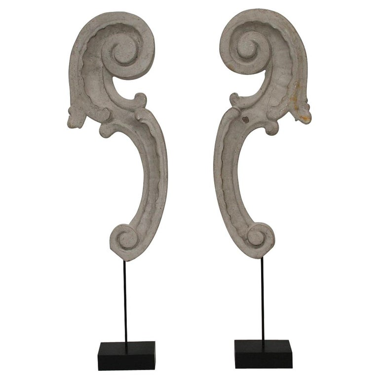 Couple of 18th Century Italian Carved Baroque Wooden Curls For Sale