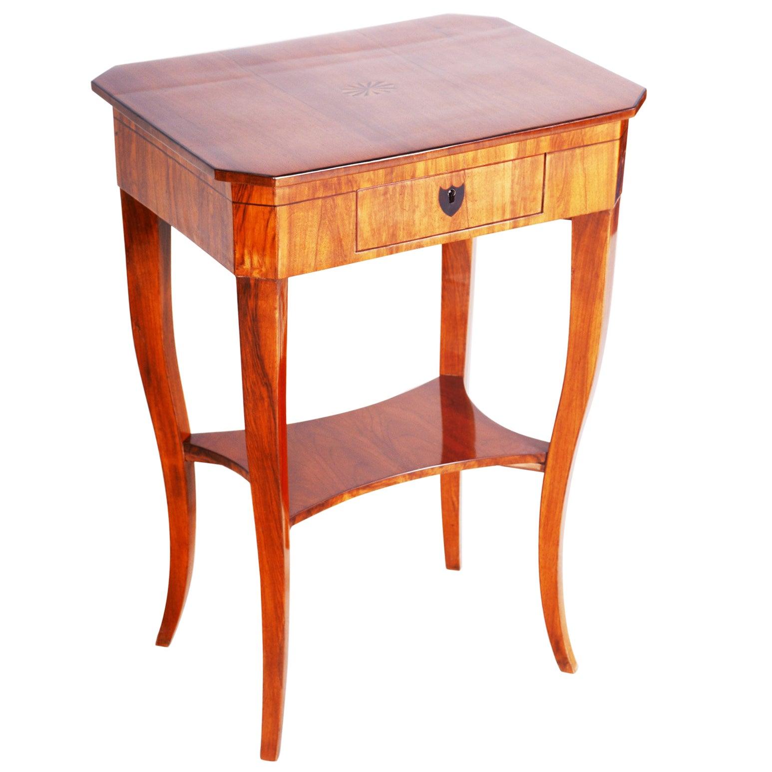 19th Century, Small Walnut Biedermeier Side Table, Austria 1810s, Shellac