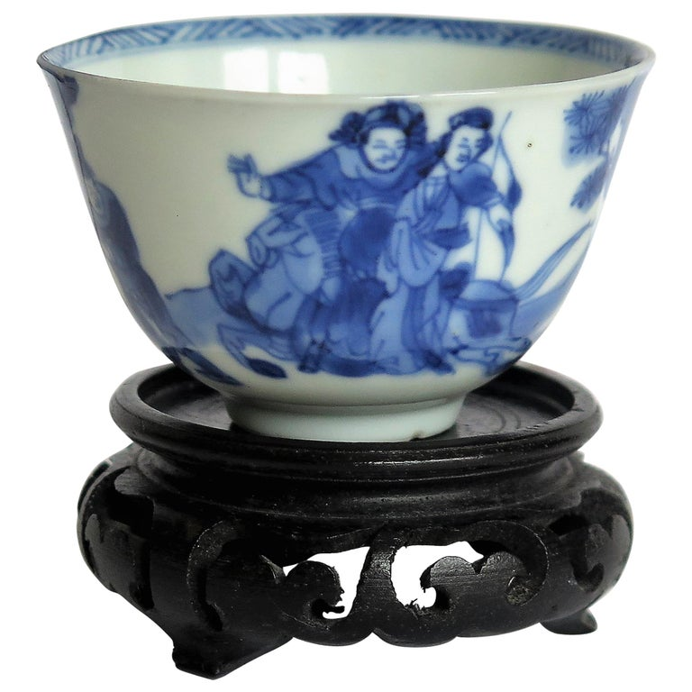 Chinese Porcelain Blue and White Tea Bowl on Stand Finely Painted, Qing Kangxi  For Sale