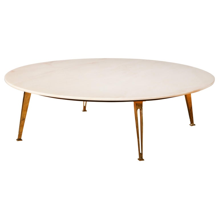 Mid-Century Modern Carrara Marble and Brass Round Coffee Table, Italy, 1950s For Sale