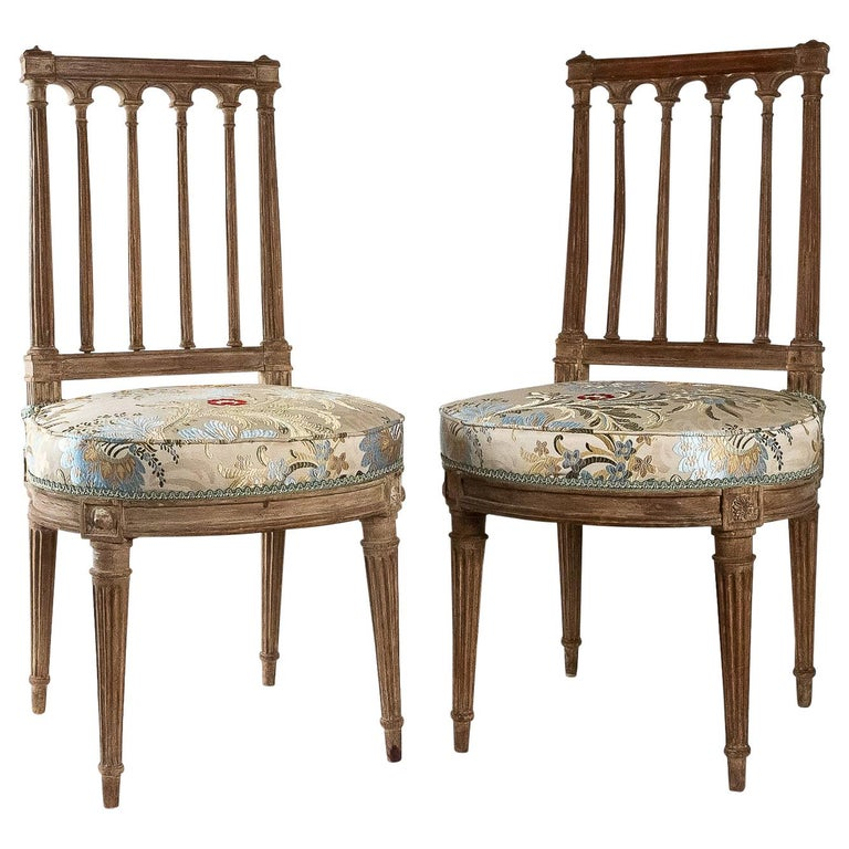 French Louis XVI Period, Pair of Chairs in Lacquered Beechwood, circa 1780 For Sale