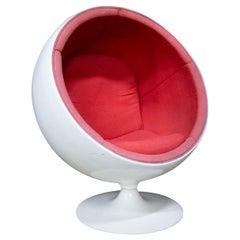 """Midcentury """"Ball chair"""" in Children's Format, Eero Aarnio, 1960"""
