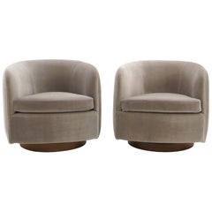 Pair of Tilt Swivel Club Lounge Chairs by Milo Baughman, Real Light Gray Mohair