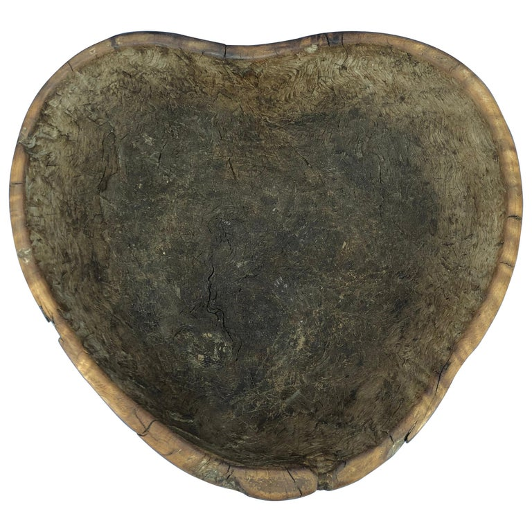 Early 19th Century Norwegian Wooden Heart Shaped Bowl For Sale